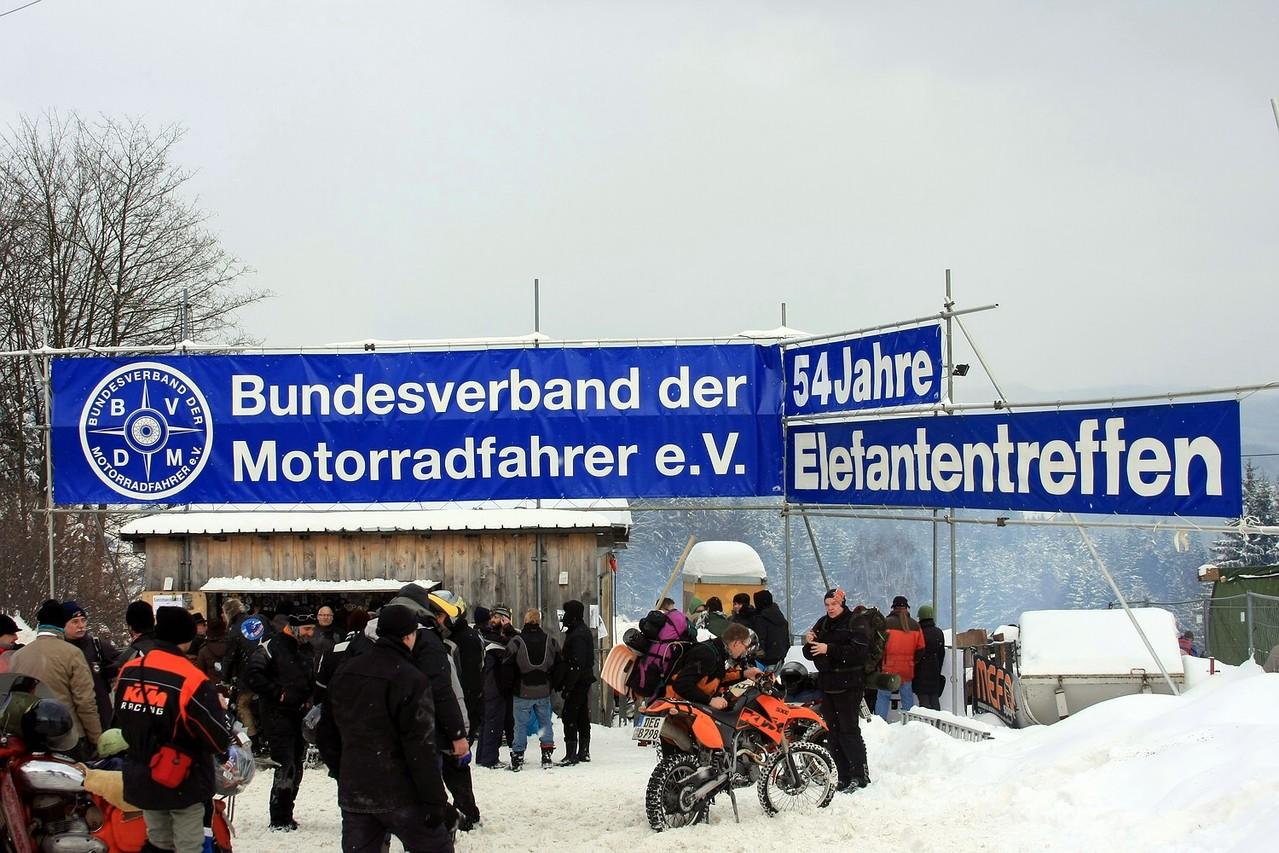 Motorradfahrer im Schnee!