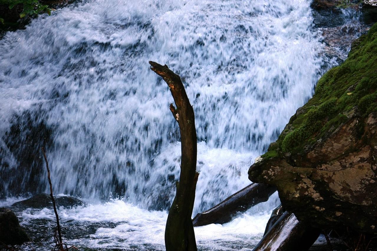 Vorbei am Wasserfall geht es auf den Großen Arber
