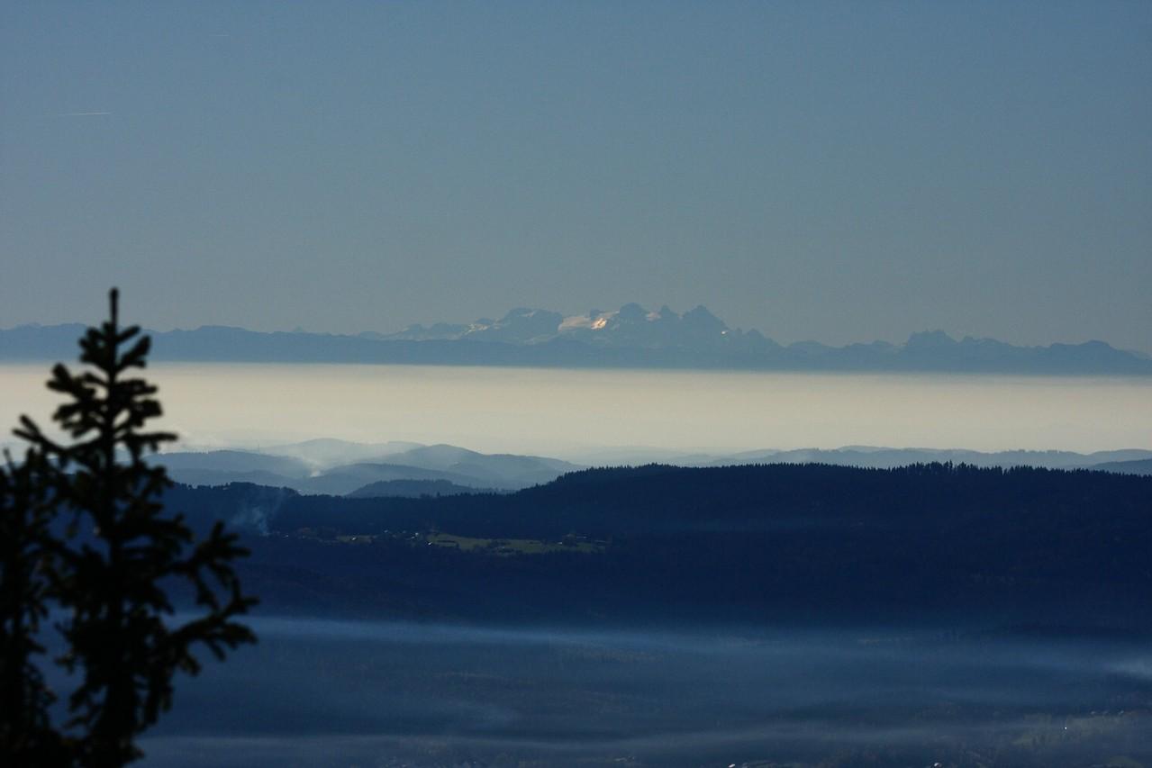 Blick vom Gipfel bei Föhn bis zu den Alpen