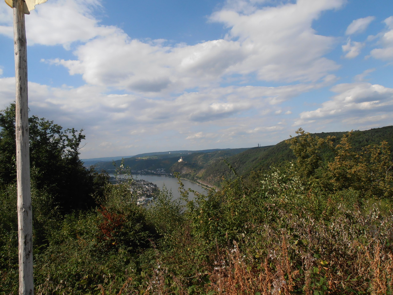 Marksburg im Hintergrund - Aufnahme von einer der vielen Aussichtspunkte