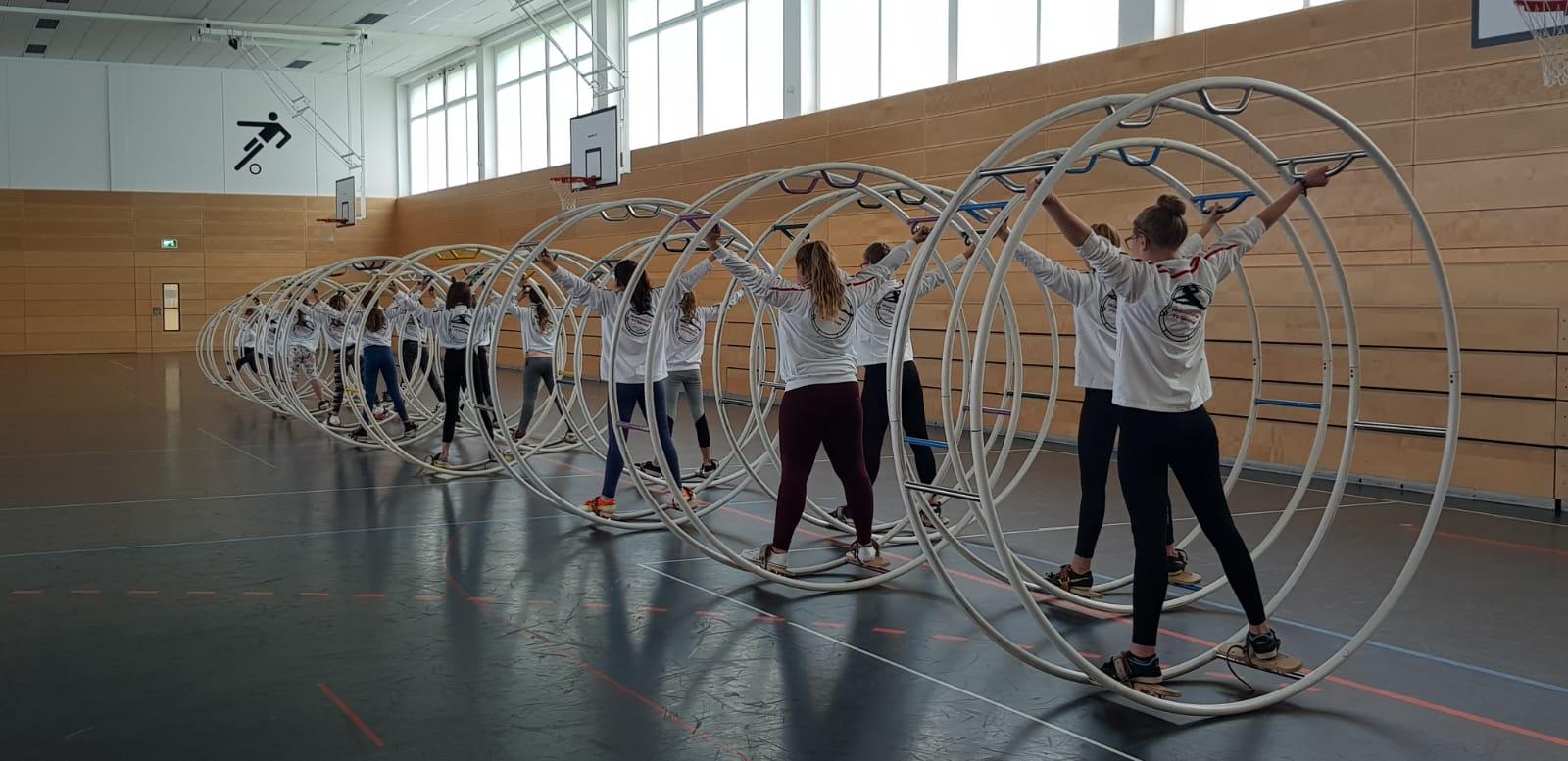 Das Training findet in der Schulturnhalle der Rhönschule statt.
