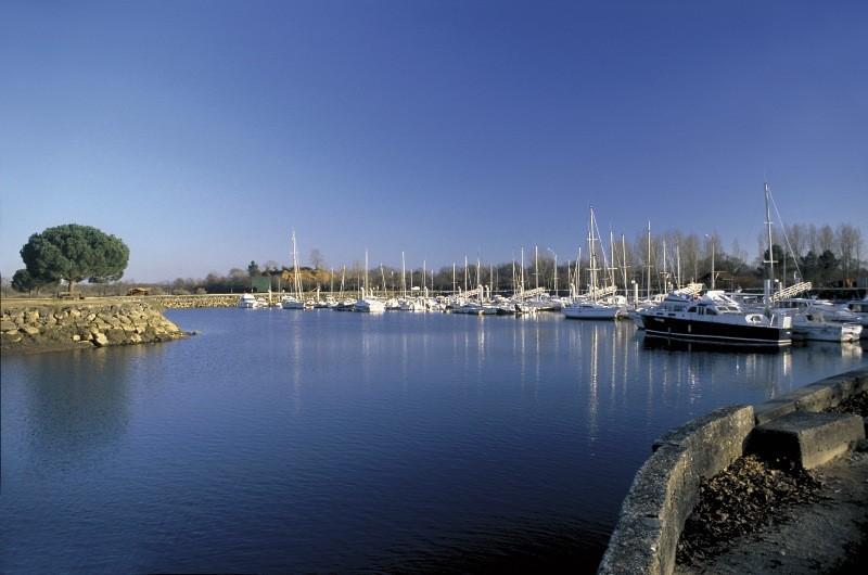 Le Teich, Vraies vacances sur le Bassin d'Arcachon - Petit port de plaisance