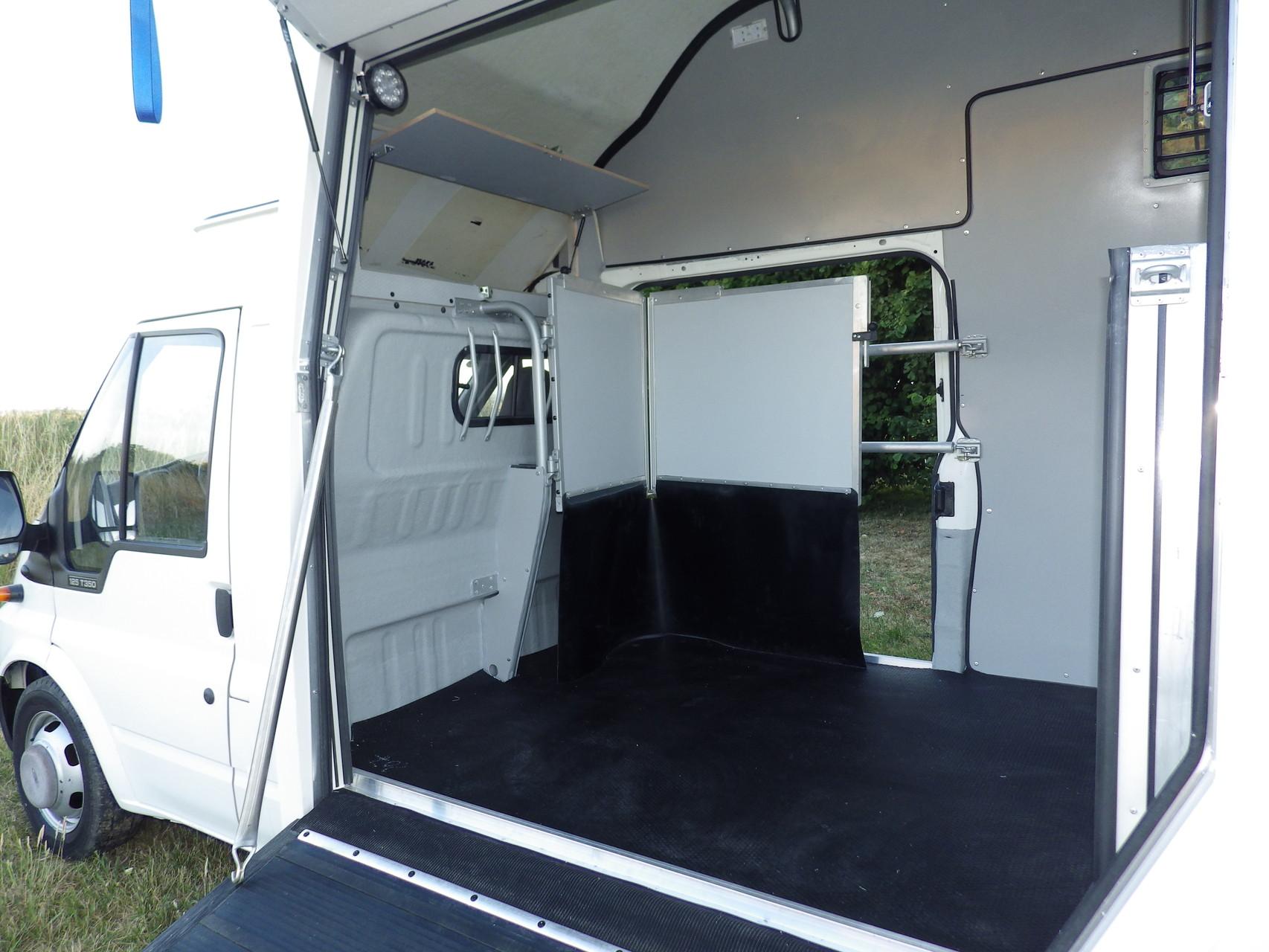 Carrosserie borgna camion chevaux camion chevaux for Conseiller amenagement interieur
