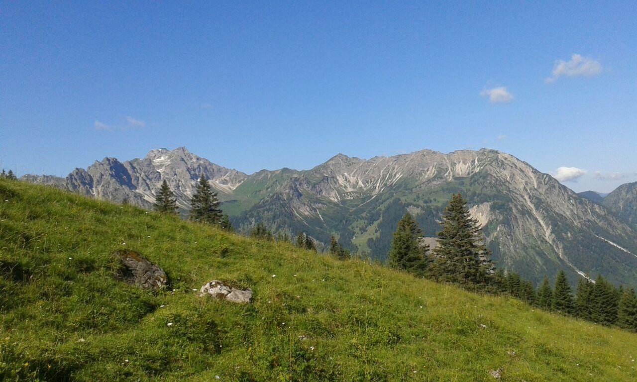 Blick von Willersalp auf den Breitenberg mit Pfannenhölzer