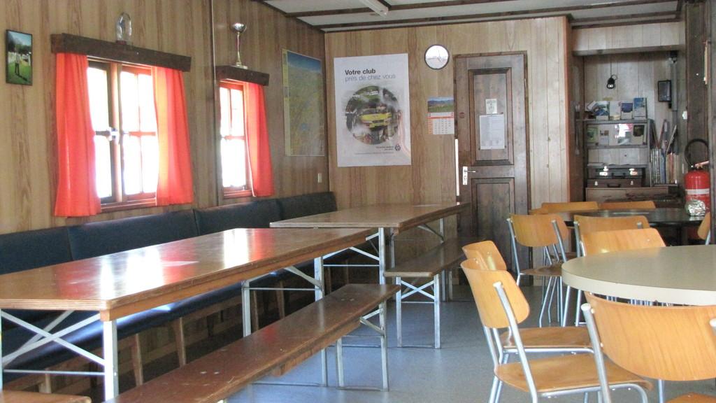 Tables et chaises à disposition de tous et en tous temps