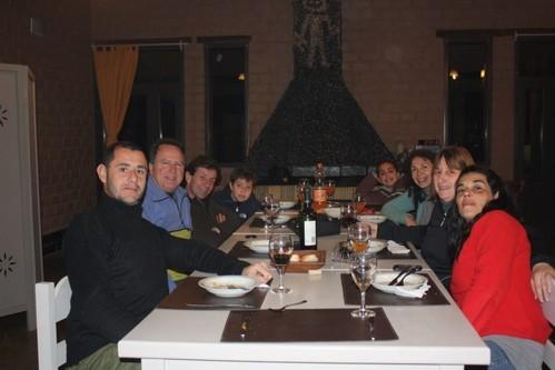 De izquierda a derecha: Walter, Tony, Pablo, Lucas, Zarina, Andrea, Sandra y Claudia