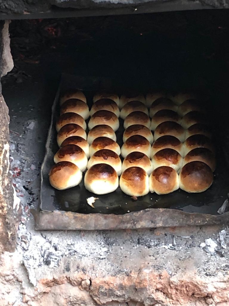 En la Vega Antofallita Rúben hizo pan de leche y pancitos, que acompañaron a un codrerito al horno de barro.