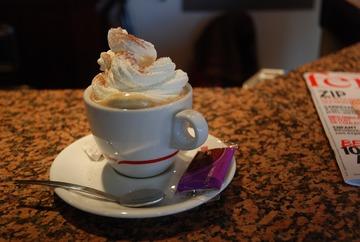 Der oft traurige Anblick eines Kaffees in klassischen Cafès ...