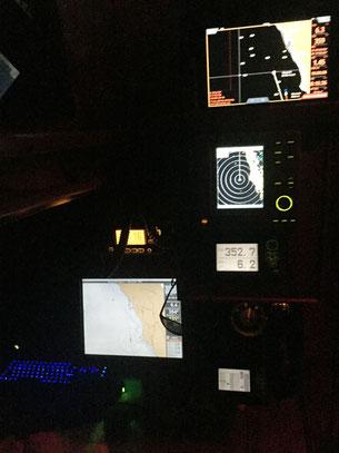 modernes Navigationsequipment (bei Nachtfahrt)