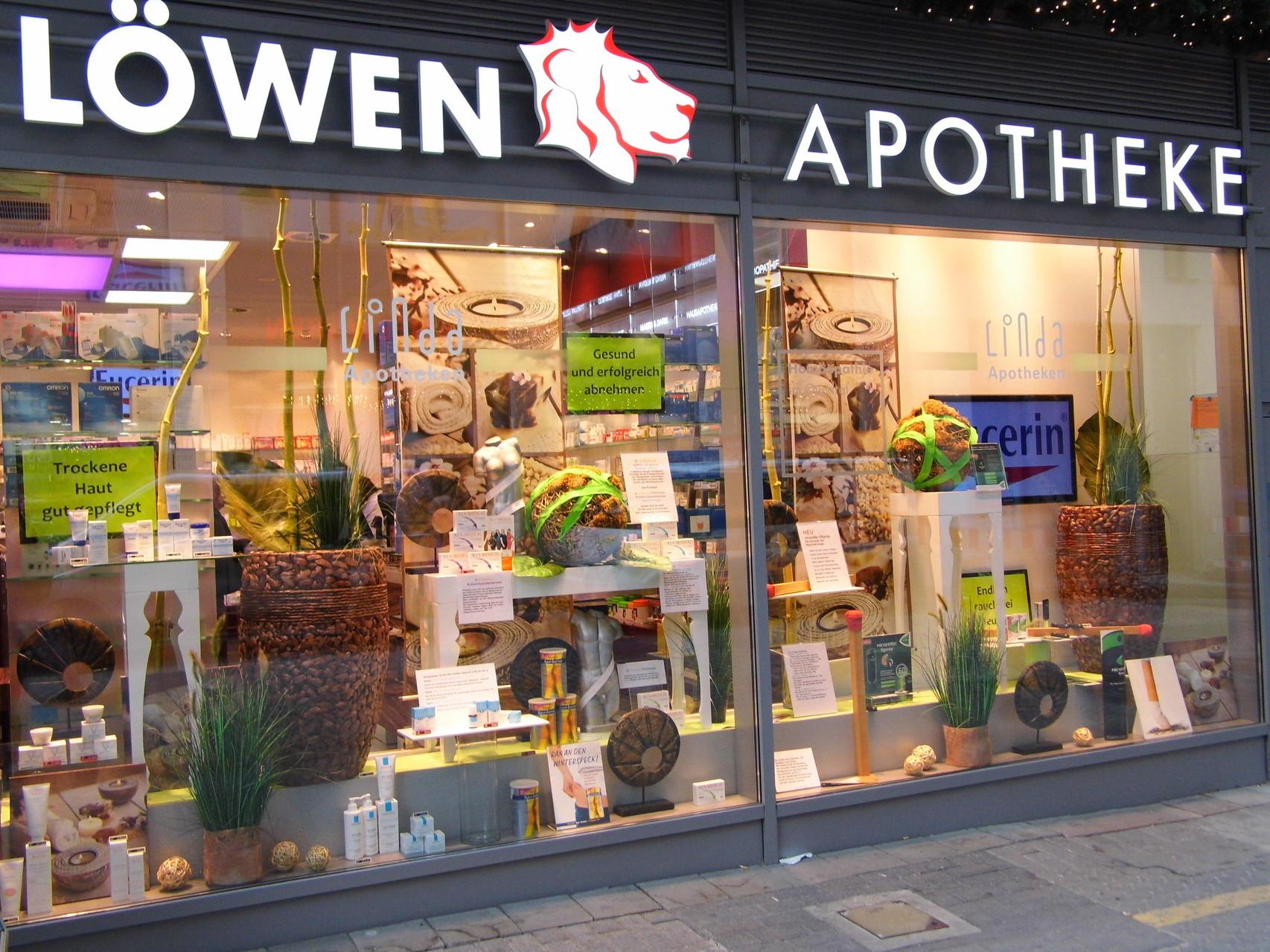 Schaufenster dekorationen apotheken dekoration Weihnachtsdeko schaufenster apotheke