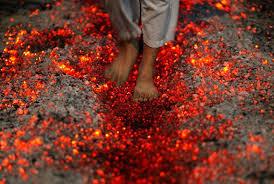 braises- marche sur le feu - courage- défi - paranormal- spiritualité - tambour, chamane,