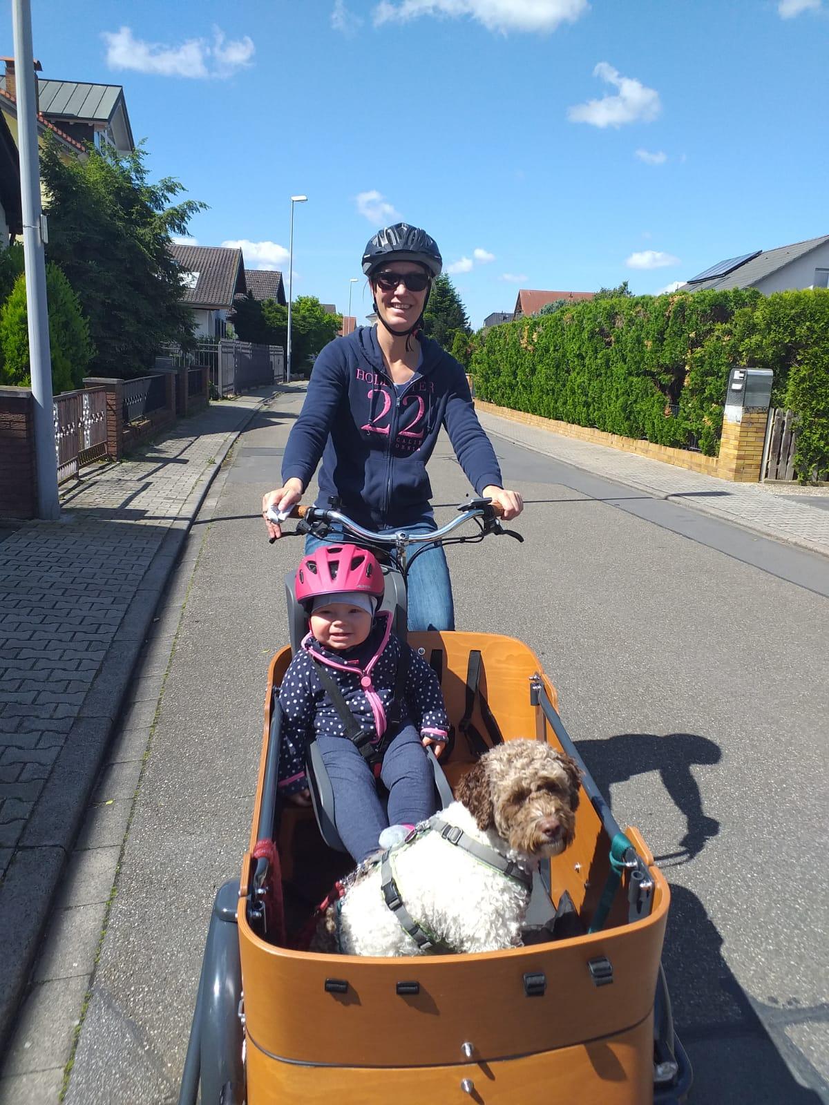 Lotti unterwegs mit Frauchen und Klein Marlene