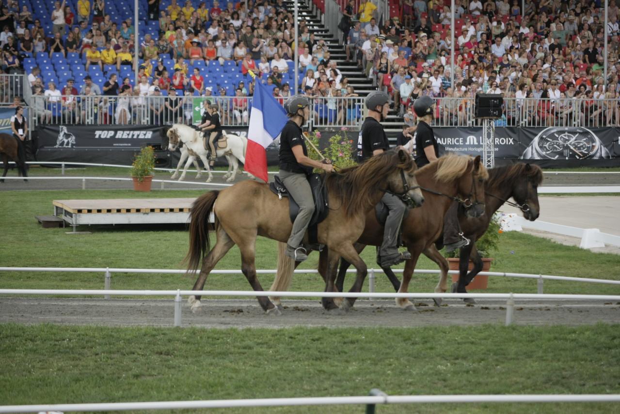 Arrivée des chevaux ayant participé au regroupement du grosse Ritt sous la porte de Brandebourg - photo David Seltz