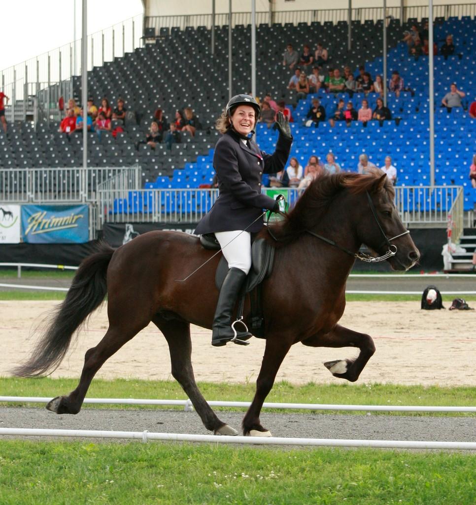 Nadia Des Courtis dans l'épreuve de tölt T2 - Photo David Seltz