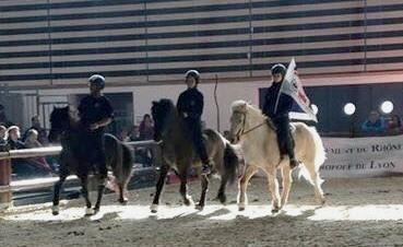 3 cavaliers assurent les démonstrations : Léa Bordy, Martin Dischinger et Sigurbjörg  Bára Björnsdóttir