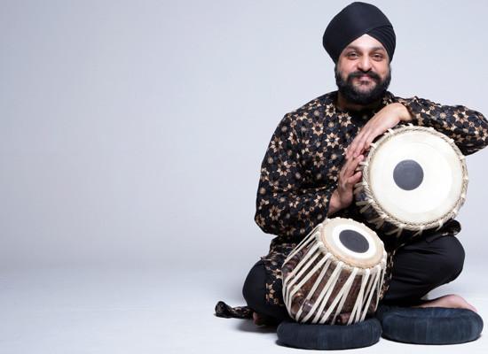 Pritam Singh Canto indiano e tabla