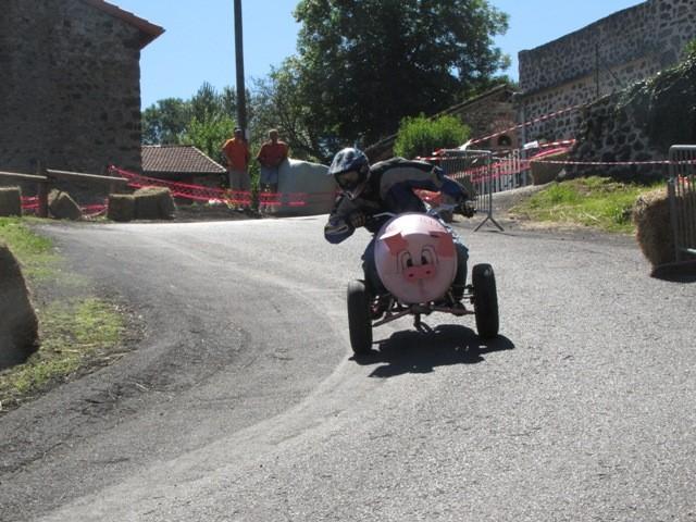 Equipe des Avits : un cochon à trois roues qui vire à gauche
