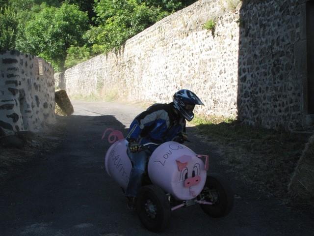 Equipe des Avits : un cochon à trois roues qui vire à droite