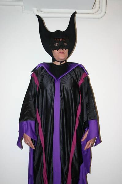 MALEFIZIA, Fr. 35.- Kleid mit Fledermausärmel + schöne Hörner-Kopfbedeckung