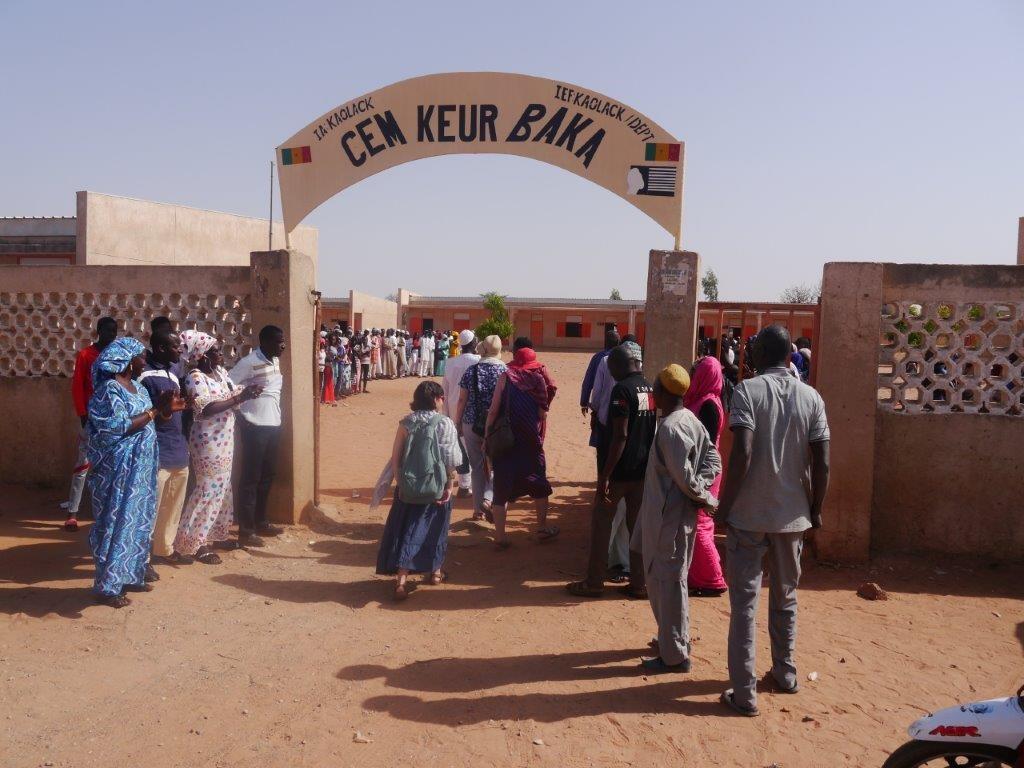 Empfang unserer MR/Ffm Delegation auf dem Schulgelände von Keur Baka.  Gefühlt fast ein Staatsempfang....