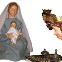 Die Sternsinger bewundern das Jesuskind in der Milieukrippe von Sankt Maria in Lyskirchen, Köln Krippe