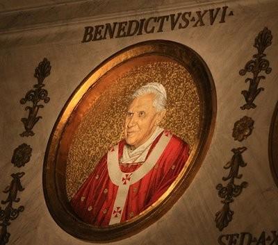 Das Mosaikpapstbild in Sankt Paul vor den Mauern wurde 2008 erneuert und zeigt den Papst mit dem Pallium der Tridentinischen Reform