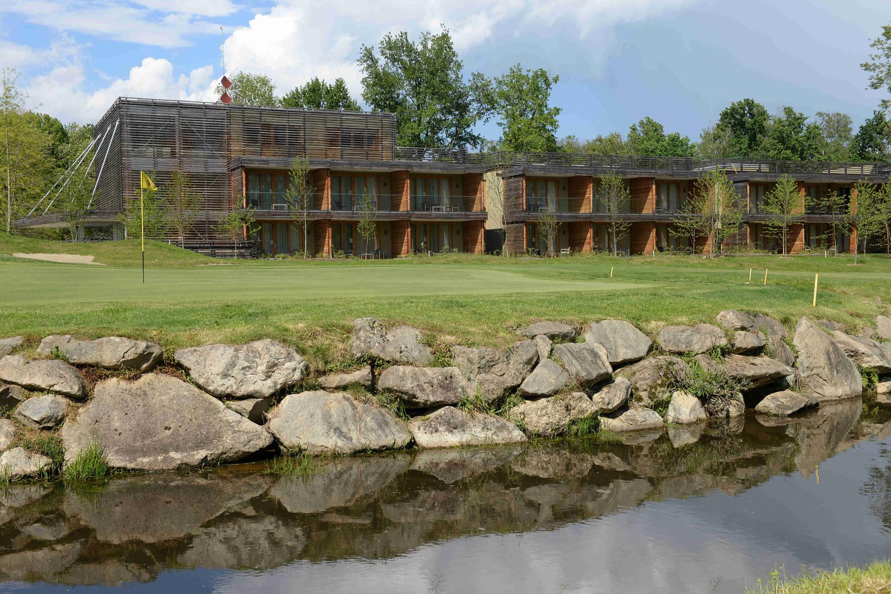 Piemonte lago maggiore italia golf tours for Designhotel lago maggiore