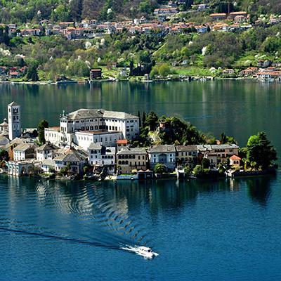 Romantische Inseln des Sees