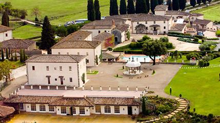"""Auf einem riesigen Anwesen bei Siena bietet das fünf Sterne Hotel einen großen Spa-Bereich und einen """"Inland Links"""" Meisterschaftsplatz."""