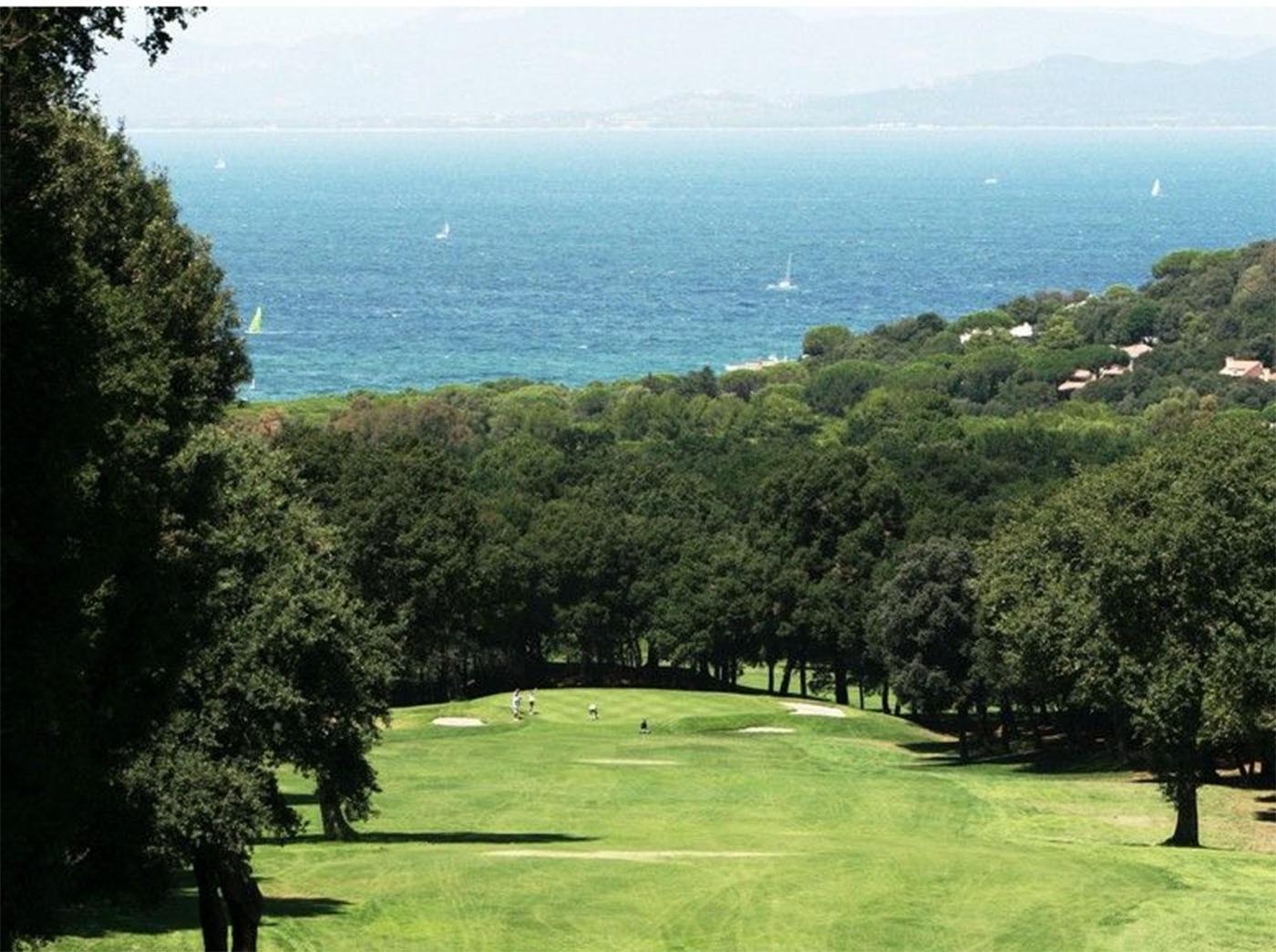 Golf Club Punta Ala bietet Meerblick bis Korsika