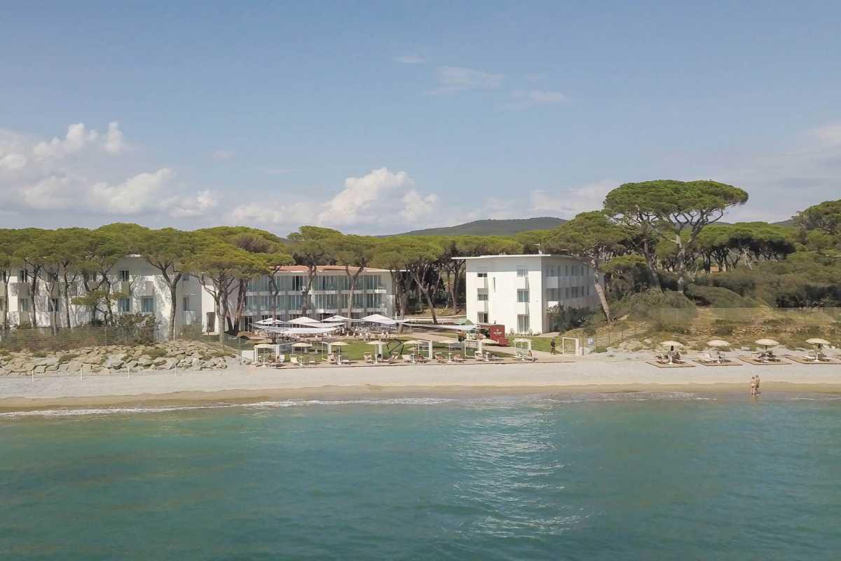 Golfreise Italien Golfpaket Golf Ferien Reisen Golfhotel Toskana Olivenöl Weingut Florenz Lucca Puccini Oper Konzert Fassade Hotel