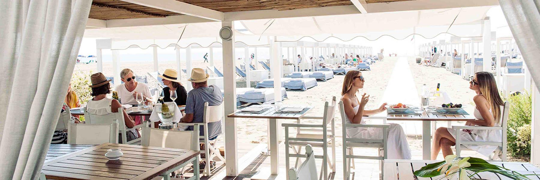 Mittagessen mit den Füssen im Sand und dem Blick aufs Meer - Golf & Mare in der Versilia