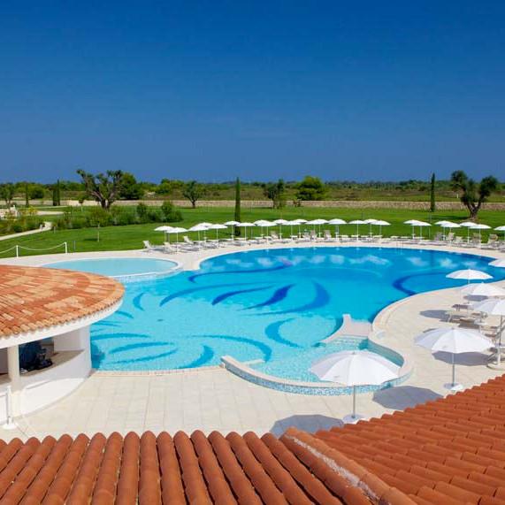 Pool mit Blick auf Golfplatz