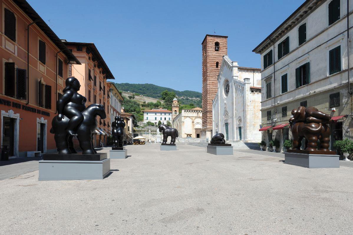 Mondial: die Künstlerstadt Pietrasanta füllt sich besonders abends mit Leben, wenn Gallerien und Bars aufmachen.