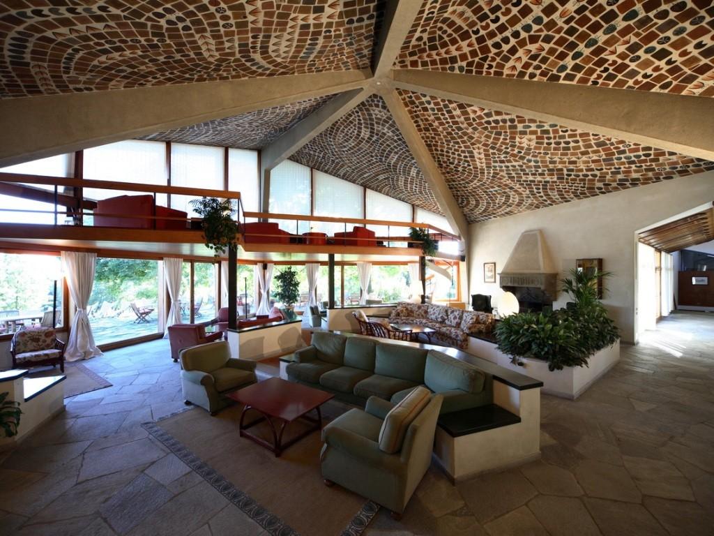Das modernistische Clubhaus erregte in den 60'ern Aufsehen und ist heute noch ein Prachtstück.
