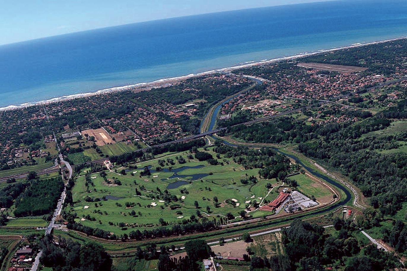 Golf Club Forte dei Marmi von der Luft aus