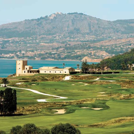 Grosszügige Anlage mit 45 Löchern Golf
