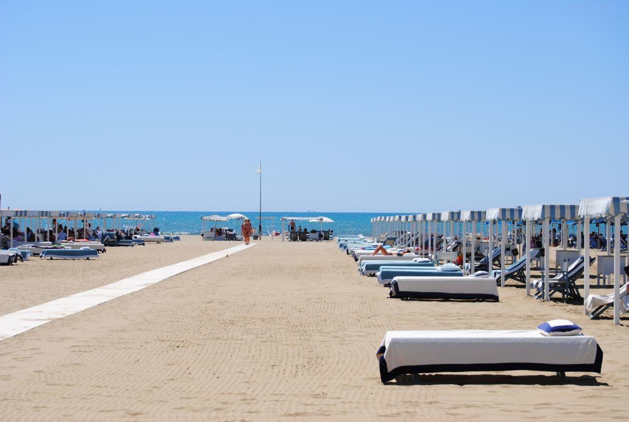 Mondäner Strand der Riviera