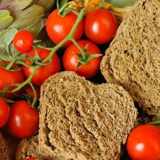 Pflicht: die Spezialität Tomaten und Vollkornbrot