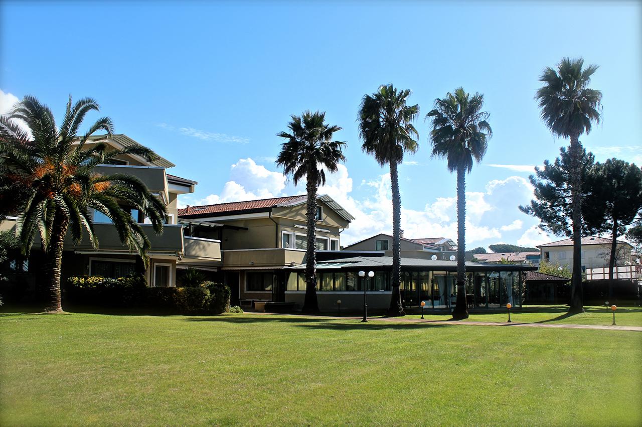 Palmen und Sonnenschein - Park des Hotels