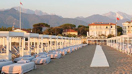 Villa Grey Strand Versilia Apuanischen Alpen Marmo Carrara edel Golfplatz Pinien Himmel