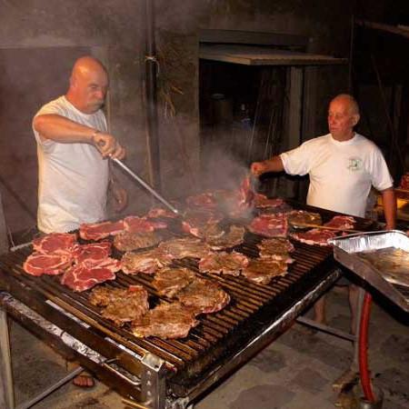 Grillen in der Toskana-alle werden satt