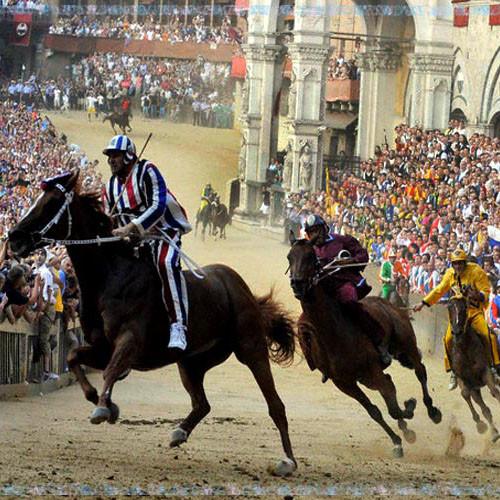 Palio di Siena-alljährliches Pferderennen u. Volksfest