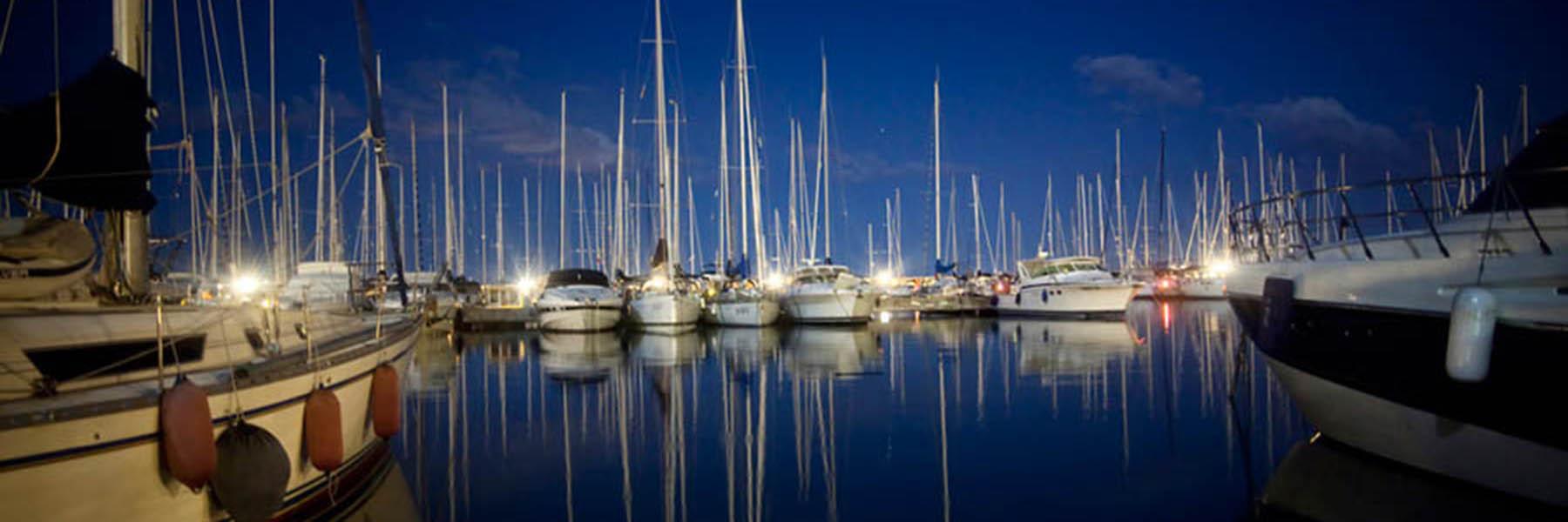 Das Leben ist schön: ein Abendspaziergang am Hafen