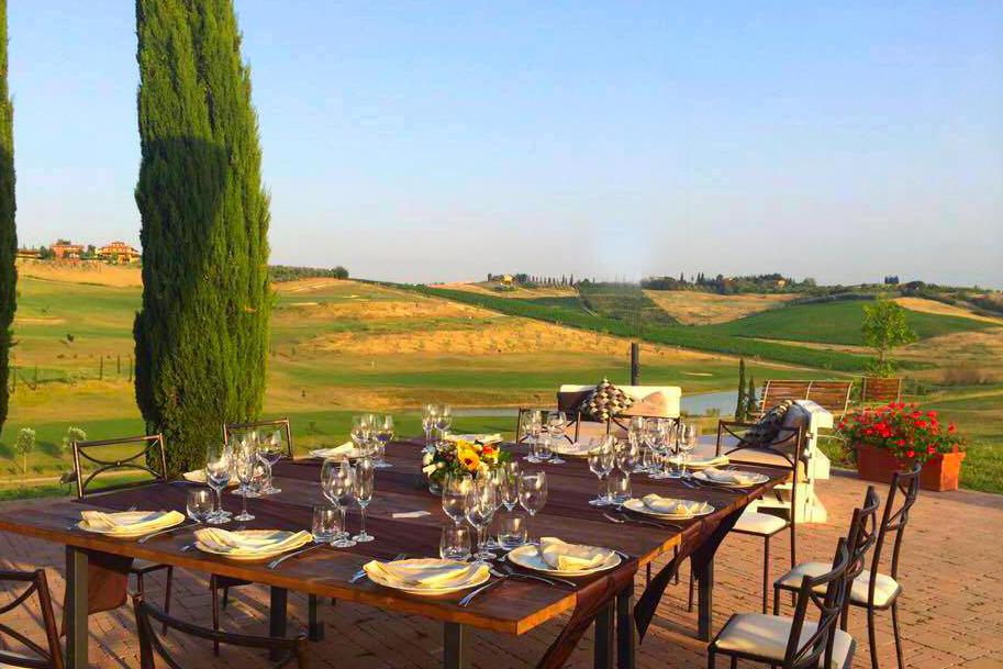 Golfreise Italien Golfpaket Golf Ferien Reisen Golfhotel Toskana Olivenöl Weingut Florenz Vinci Golfplatz grün Zypressen