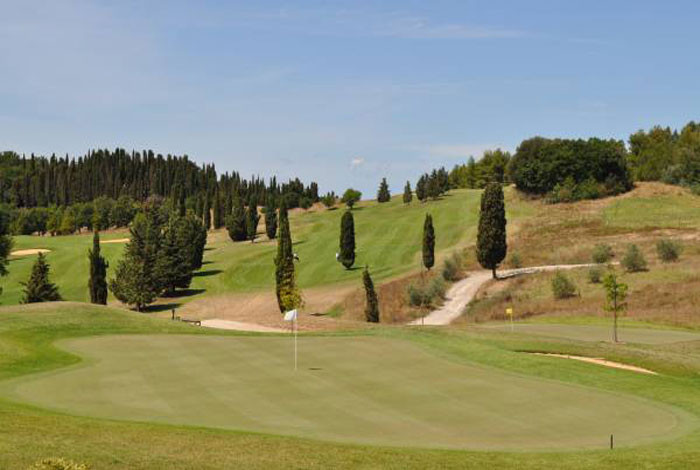 Golf Club Castelfalfi bietet 27 Bahnen feinstes Golf in schönster toskanischer Landschaft. Filmreif!