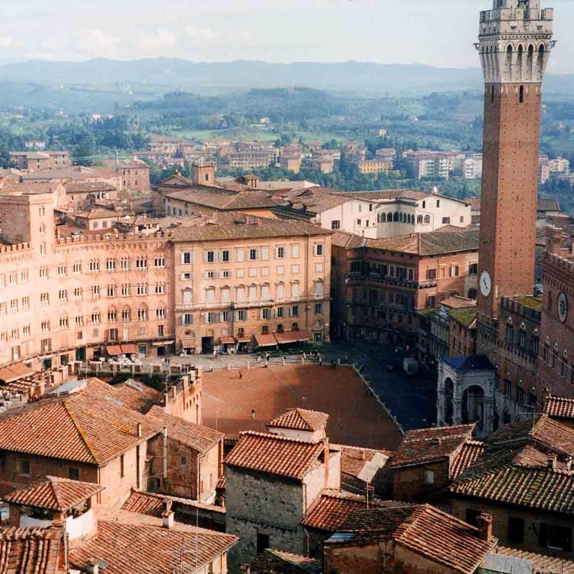 Siena ist über Panoramastrasse zu erreichen