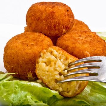 """Regionale Leckereien, hier: """"Arancie""""-frittierte Köstlichkeiten..."""