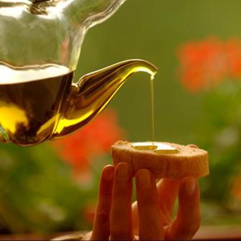Olivenöl gehört zum Gardasee, wie die gute Küche, der Wein und Zitronen.