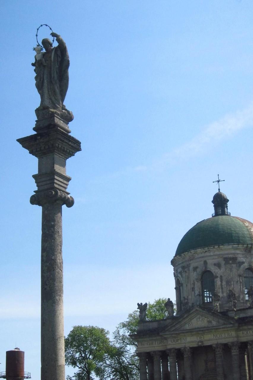 Коринфська колонна з фігурою св. Йосипа